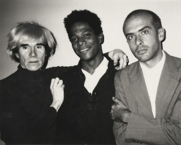 Andy Warhol, Jean-Michel Basquiat & Francesco Clemente, New York, 1984. © Beth Philipps, Courtesy Galerie Bruno Bischofberger, Zürich.