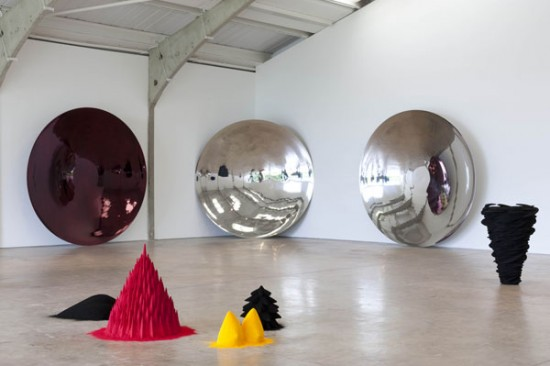 anish-kapoor-longside-galle