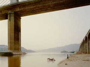 Nadav Kander, Chongqing VII (Washing Bike).