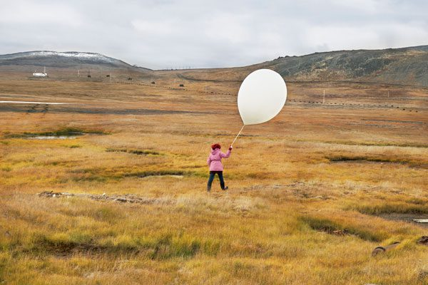 Evgenia Arbugaeva. Tanya and the Weather Balloon. Tiksi.