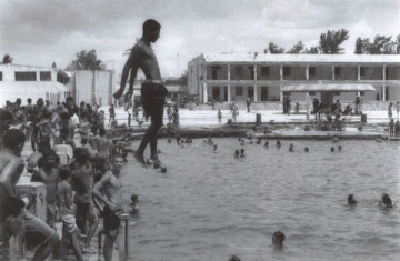Michel Francois, A Jump in Cuba, 1996, Courtesy the artist and Ikon